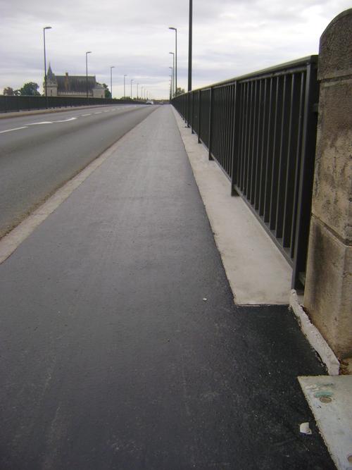 Retour sur le trottoir/piste cyclable du pont routier