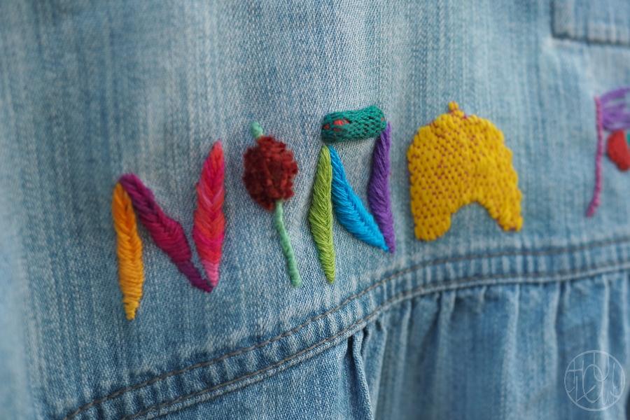 De la broderie en relief sur ma veste en jean...