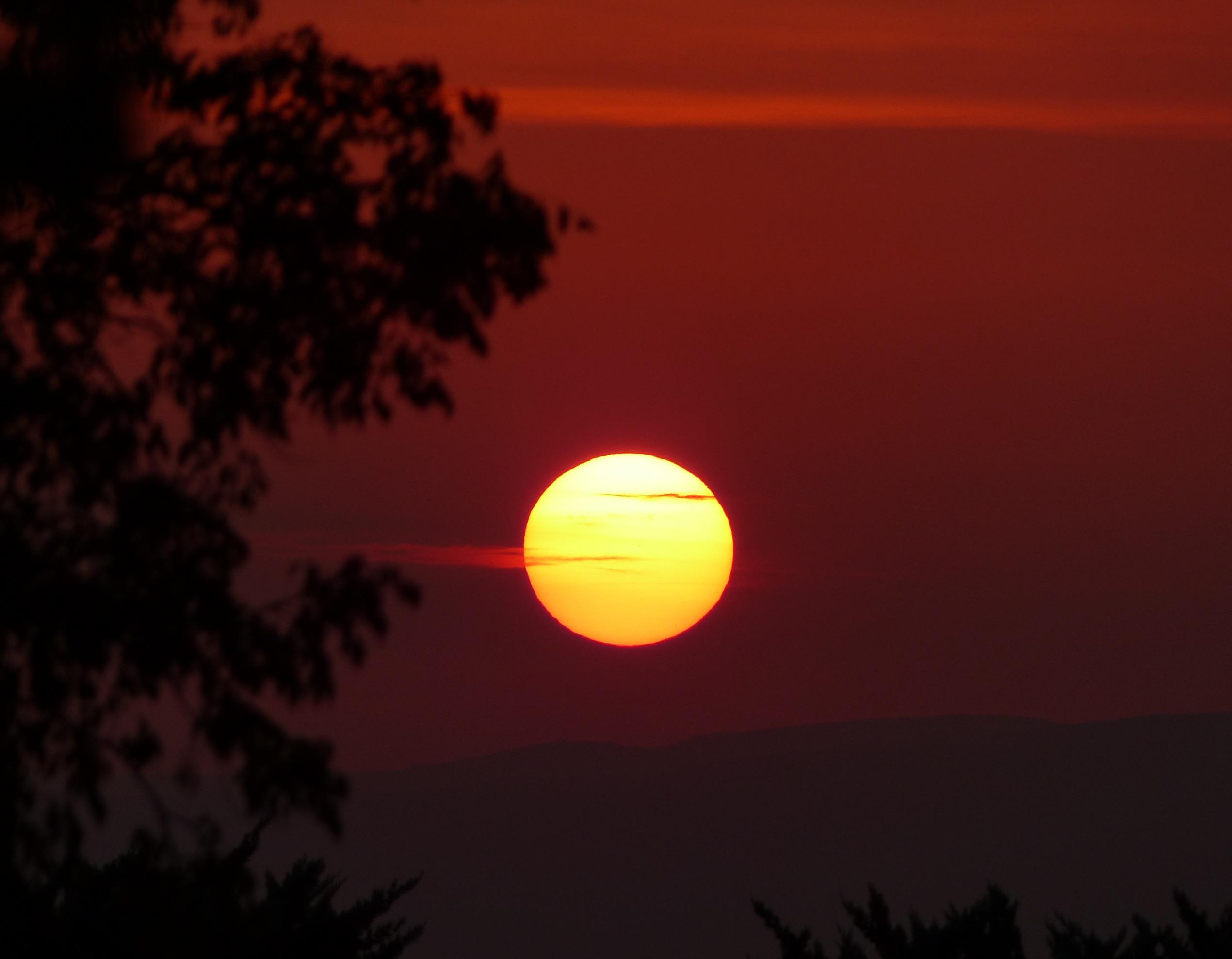 http://ekladata.com/CzHJ-m-iBboXQCO1f7VHlzI2Jt0/saint-jurs-coucher-de-soleil.jpg