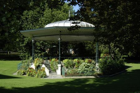Croix---Parc-de-la-Mairie---Kiosque.jpg