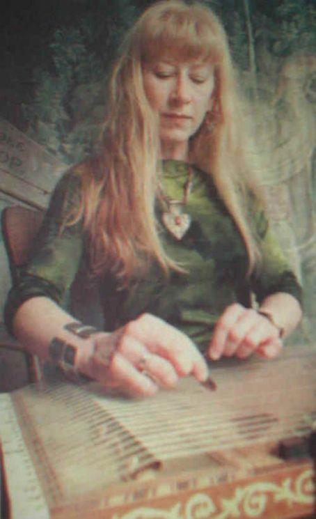 Née un 17 Février, Loorena Mc Kennitt