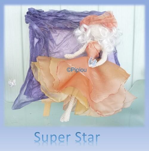 Super Star : Une élégante en tableau