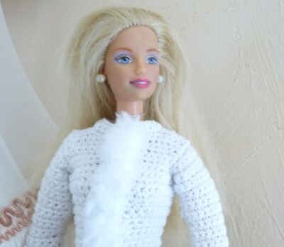 "Barbie en manteau ""Reine des neiges"""