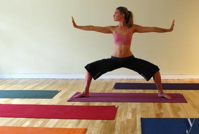 5 postures, attention ! intro Debout jambes écartées