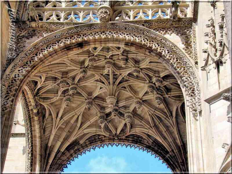 La Cathédrale Sainte-Cécile le Baldaquin