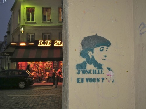 Abbesses street-art pochoir j'oscille 9