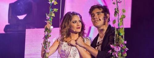 Image ou gif romantique de Martina et Leon en concert
