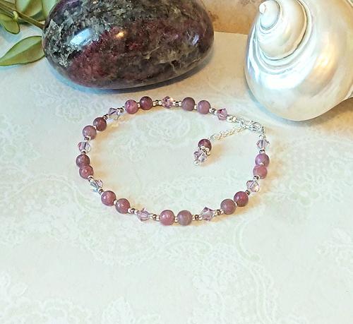 Bracelet ajustable rose pierre de lépidolite et cristal de Swarovski 4mm / plaqué argent
