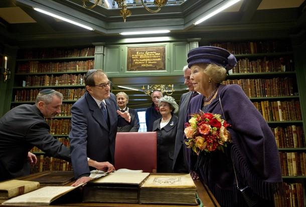 Beatrix à la bibliothèque