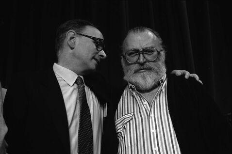 """Ennio Morricone et Sergio Leone en mai 1984, lors de la conférence de presse du film """"Il était une fois en Amérique"""", auu 37eme festival international du film, à Cannes"""