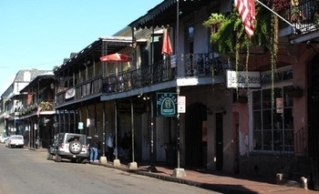 4722690-the_infamous_bourbon_st_new_orleans