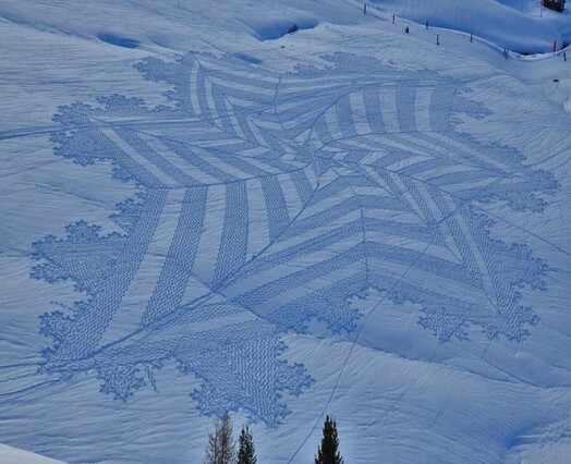 Snow Art Simon Beck 13 640x520 Simon Beck Crop Circle dans la neige