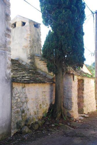 Le four et son imposante cheminée