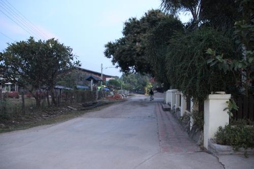 Le tak bat au Laos