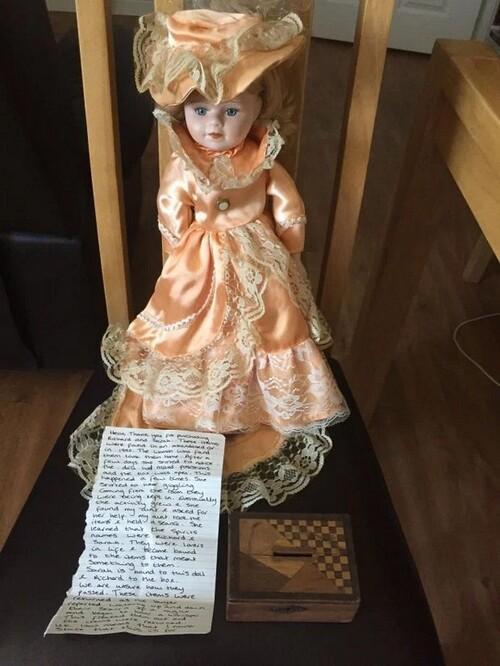 Un homme a acheté une effrayante poupée hantée