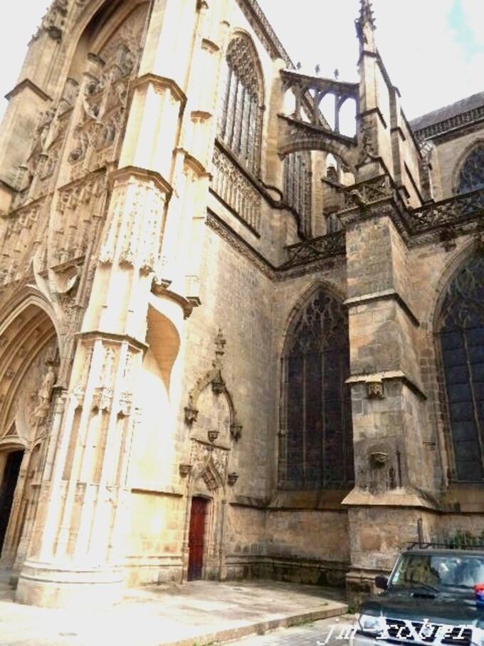 Limoges : Ce dimanche était le rendez-vous aux puces de la cité pour « chineurs et exposants 2/2 »