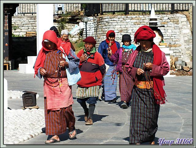 Blog de images-du-pays-des-ours : Images du Pays des Ours (et d'ailleurs ...), Portraits - National Memorial Chorten - Thimphu - Bhoutan