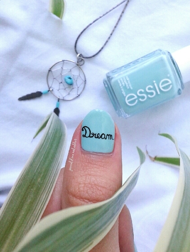 "Nail art écriture ""dream"""
