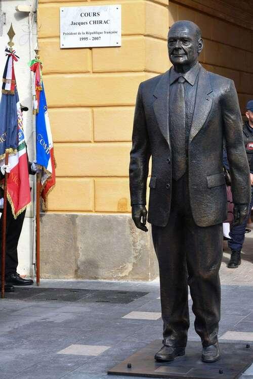 Nice : la statue de Chirac amputée de deux doigts... avant la réapparition de l'annulaire