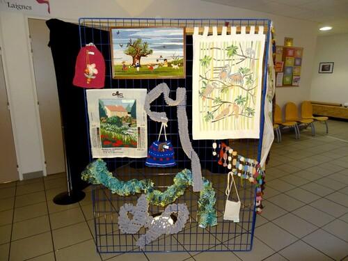 Une belle exposition de tricots, broderies, crochet organisée par les Amis du CSCL