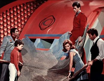 https://www.scifi-movies.com/images/contenu/data/0000212/photo-au-pays-des-geants-land-of-the-giants-1968-2.jpg