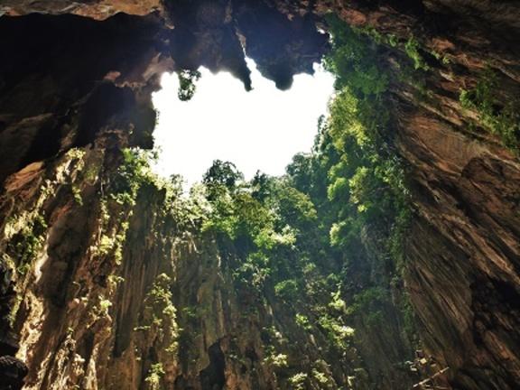 Puit de jour dans les Batu-Caves