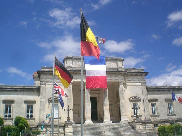 Saintes Palais de Justice dumsomere 1.jpg