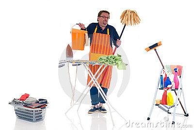 Homme faisant le ménage