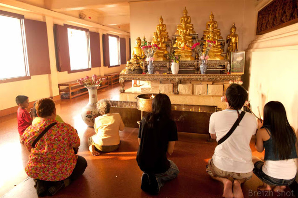 Montagne d'Or Bangkok - Wat Saket : Méditation devant Bouddha