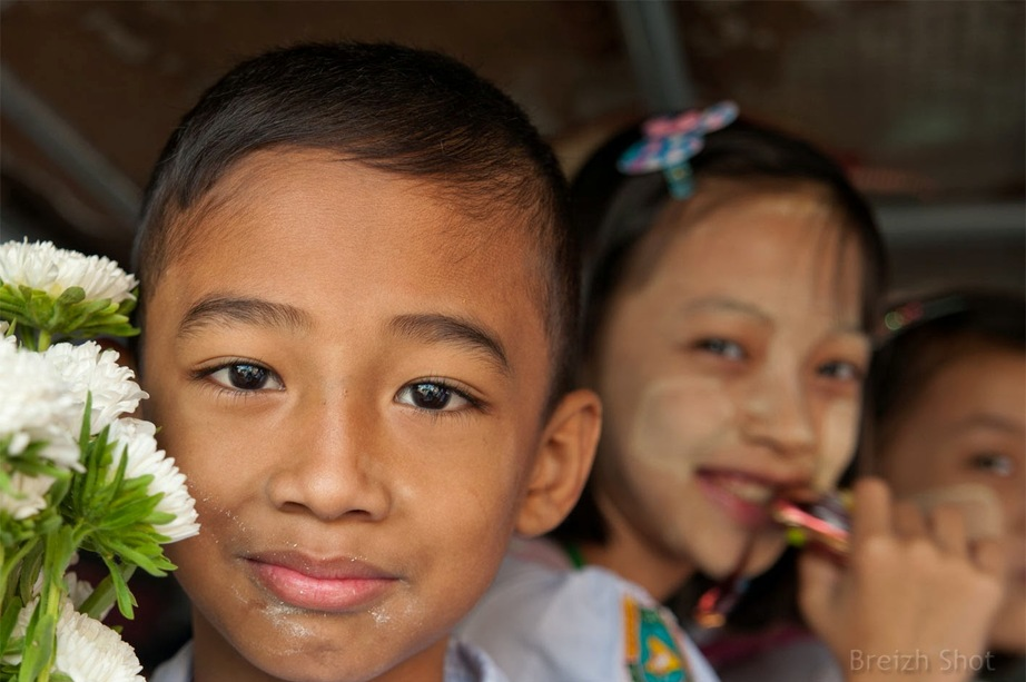 Enfants birmans à Shwedagon