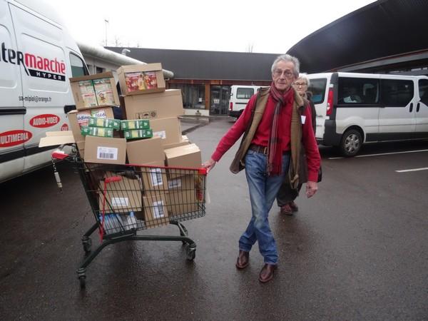 Le Zonta a fait des dons généreux aux bébés des Restos du Coeur de Châtillon sur Seine