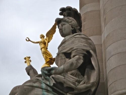 statue-victoire-Nike--Pont-Alexandre-III-.jpg