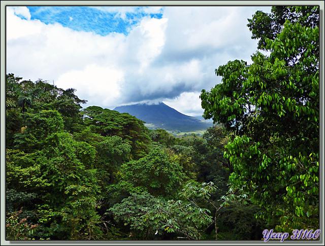 Blog de images-du-pays-des-ours : Images du Pays des Ours (et d'ailleurs ...), Le Volcan Arena vu d'un pont de singe - Costa Rica