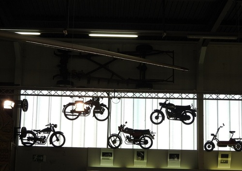 ... motos volantes...?