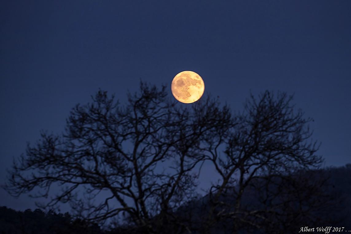 Oh, la lune...