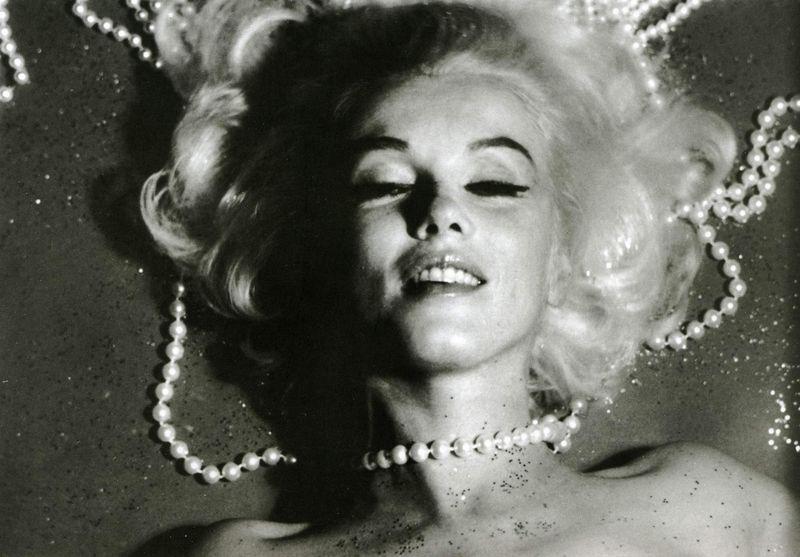 1962_07_12_by_bert_stern_pearls_0023_1