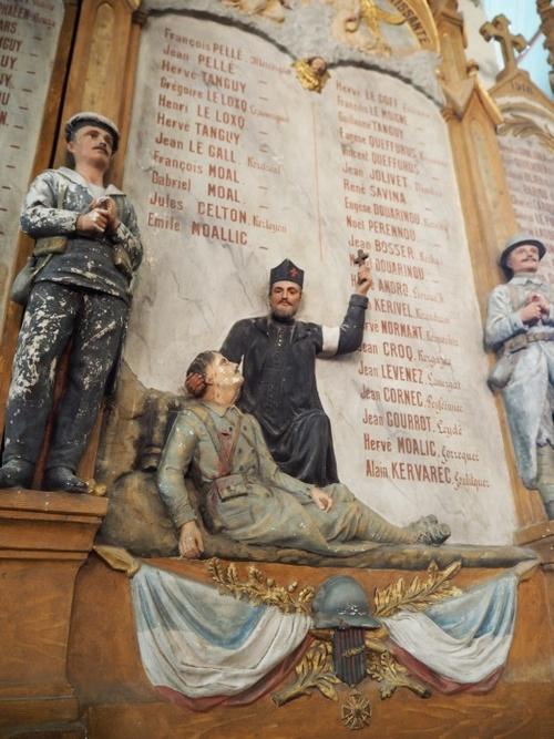 Plaques commémoratives dans les églises