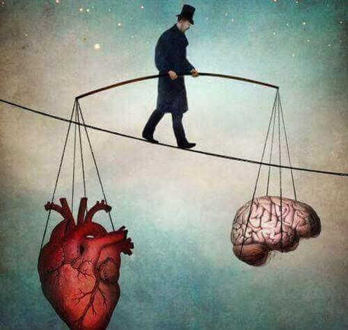 Homme-soutenant-coeur-et-cerveau
