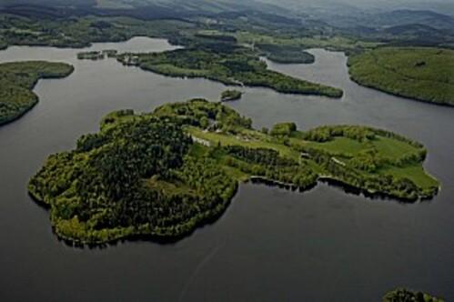 Limousin : le lac de Vassivière le plus grand lac artificiel de France et  découverte de ses fonds.