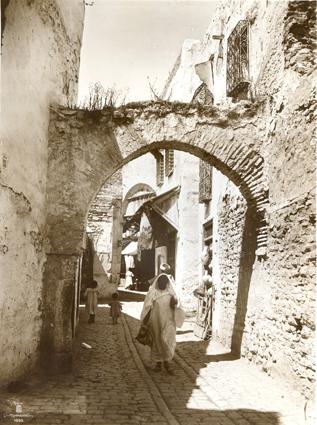 Ruelle commerçante Tunis. 1910