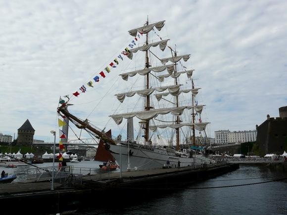 le navire école mexicain Cuauhtemoc;