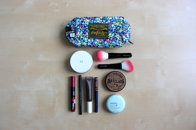 What's in my pouch ? #makeup