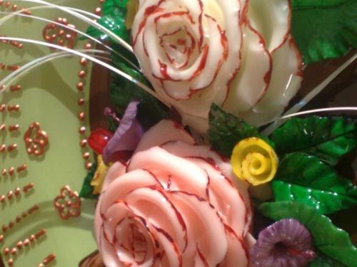 Roses sur assiette
