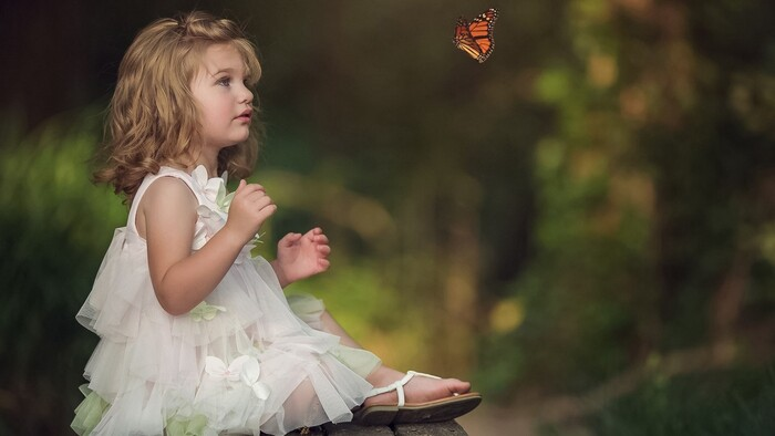 Cute Little Girl Is ..........A partager