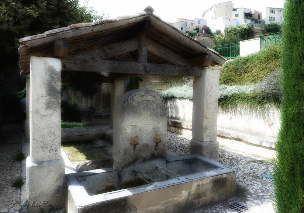 La Tour d'Aigues (Fr-84)  ~ La Fontaine et le Lavoir du Pont ...