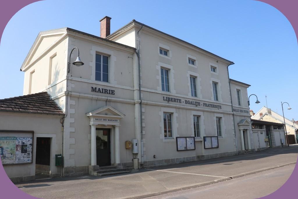 LA MAIRIE DE GEVROLLES (CÔTE D'OR)