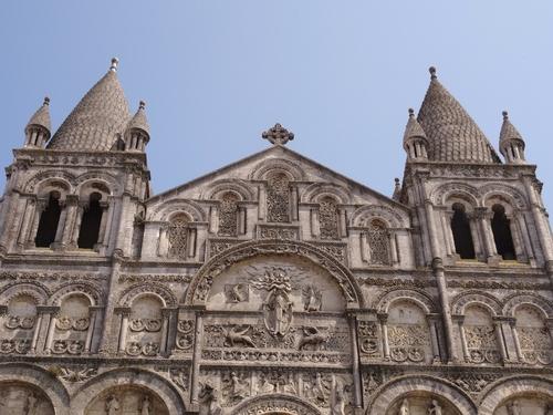 Angoulême: autour de la cathédrale