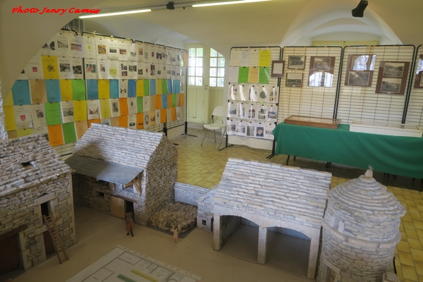 """Les Amis du Châtillonnais ont fêté la parution de leur 300 ème """"cahier"""", avec une exposition rétrospective"""