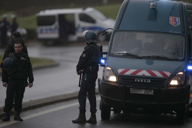 """Dammartin-en-Goële : l'un des deux frères Kouachi aurait déclaré vouloir """"mourir en martyr"""""""