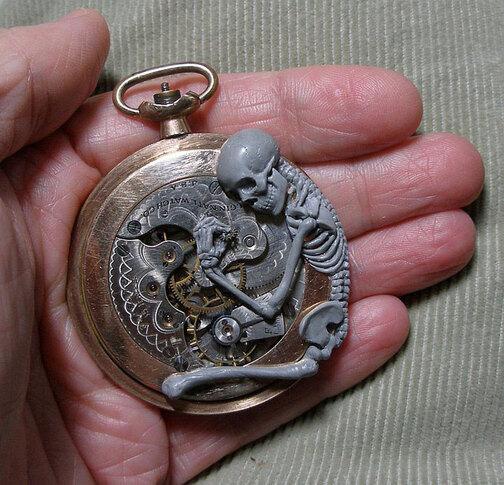de-vieilles-montres-a-gousset-recyclees-et-transformees-en-detonnantes-sculptures1